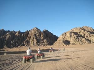 Quad-Bike-Quadriciclos-no-Deserto-de-Monte-Sinai.2